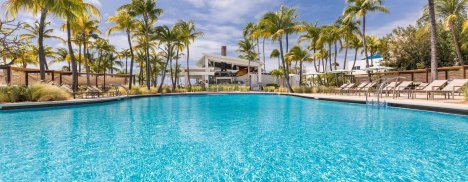 LuxeGetaways - 25 Poolside Experiences - Luxury Hotel Pools - Hilton Aruba Pool