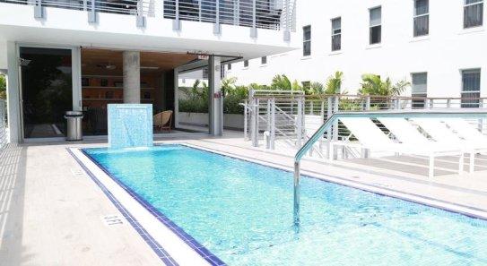 LuxeGetaways - 25 Poolside Experiences - Luxury Hotel Pools - Urbanica The Meridian Hotel