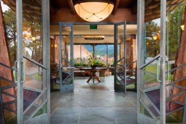 LuxeGetaways - Luxury Travel - Luxury Travel Magazine - Luxe Getaways - Luxury Lifestyle - Boutique Hotels - Unique Hotels - Garden of the Gods Resort