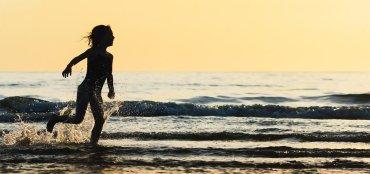LuxeGetaways - Luxury Travel - Luxury Travel Magazine - Luxe Getaways - Luxury Lifestyle - Timbers Resorts - Timbers Kiawah - Timbers Kiawah Ocean Club and Residences - Charleston - Kids playing at beach