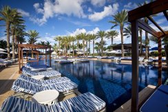 LuxeGetaways - Luxury Travel - Luxury Travel Magazine - Luxe Getaways - Luxury Lifestyle - Atlantis Paradise Island - Bahamas - Caribbean - Pools - The Cove