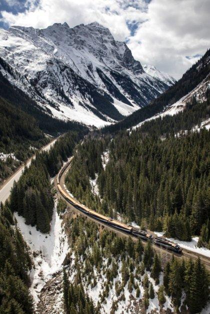 LuxeGetaways - Luxury Travel - Luxury Travel Magazine - Luxe Getaways - Luxury Lifestyle - Rocky Mountaineer - Canadian Rockies Travel - Train Travel - Luxury Train Travel