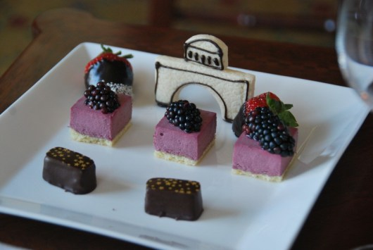 Adorable hotel-shaped cookie and treats