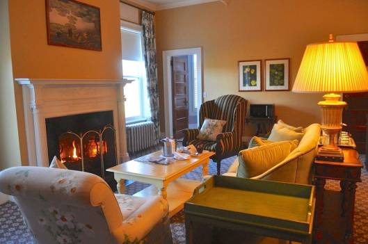 The living room of the Deluxe Family Suite at the Omni Mount Washington