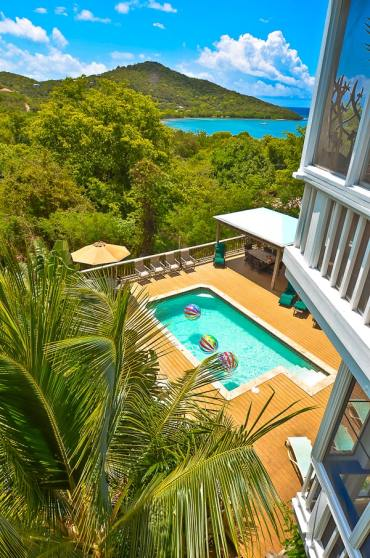 our guide to St. John covers everything to plan a faimly vacation in US Virgin Islands: rentals, restaurants, and activities.