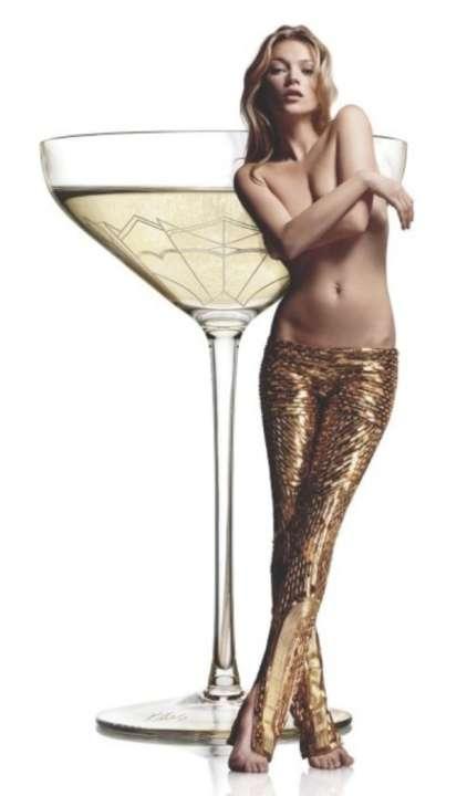 Une Coupe De Champagne Inspire Du Sein Gauche De Kate Moss