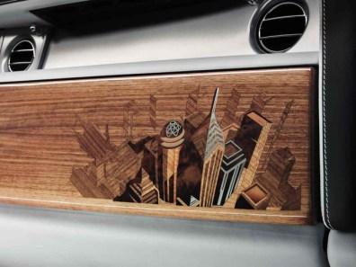 Những người thợ thủ công của Rolls-Royce ở xưởng Goodwood pháỉ mất nhiều ngày để hoàn thành tác phẩm