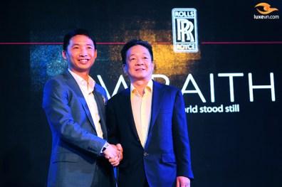 Ông Đoàn Hiếu Minh (trái) và ông Đỗ Quang Hiển