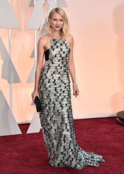 Naomi Watts mặc thiết kế của Armani Privé...