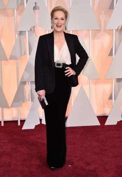 Một ngôi sao khác chọn Lanvin, đó là Meryl Streepwith, bà cầm theo phụ kiện là xắc Salvatore Ferragamo