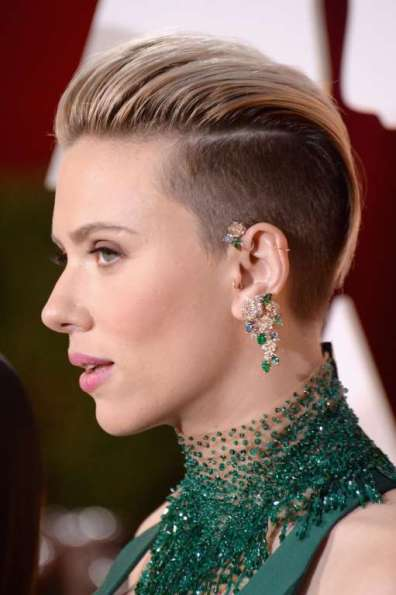 Scarlett Johansson đeo bộ trang sức đính kim cương và ngọc lục bảo của Piaget
