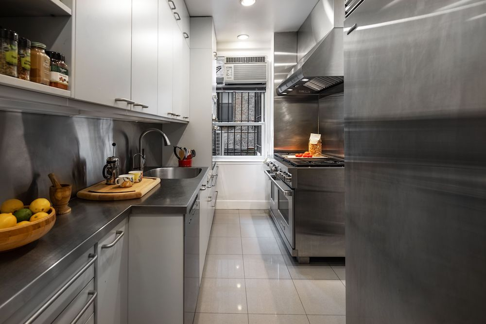 This Upper East Side Half-Floor Apartment Offers Privacy and Elegance