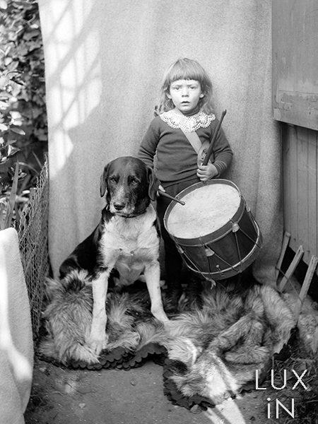 photographie ancienne enfant au tambour et son chien 1900