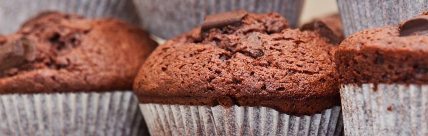 Muffins au chocolat noir et cœur au chocolat blanc