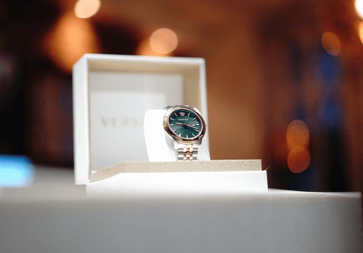 BST-đồng-hồ-Versace-V-Urban