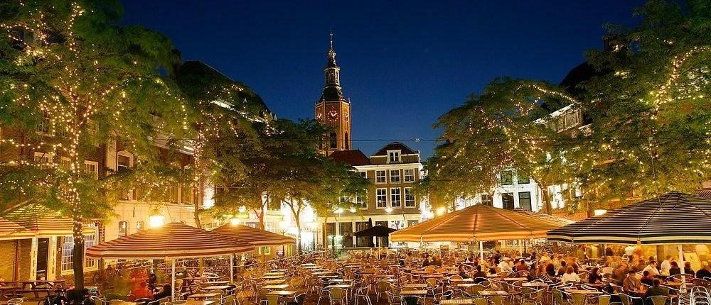 Den-Haag-Grote-Markt-Nachtaufnahme