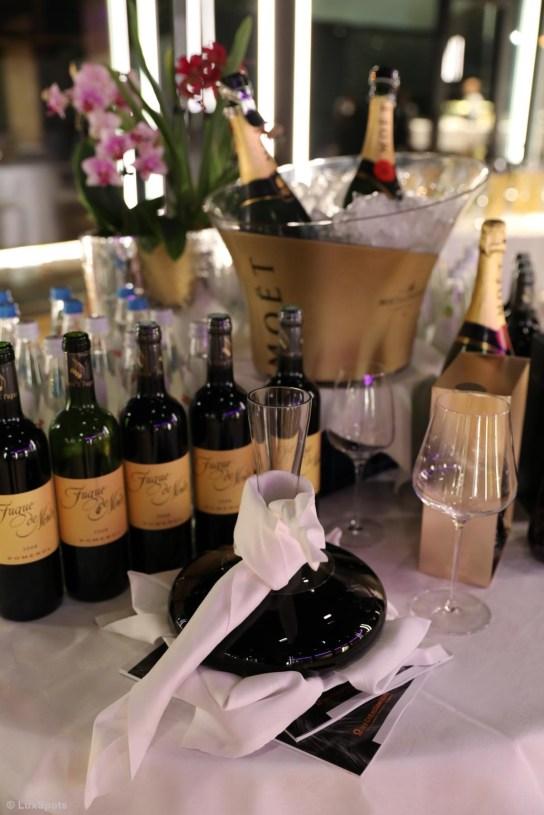 Weinflaschen und Dekanter beim Exclusive Dinner Chris & Friends
