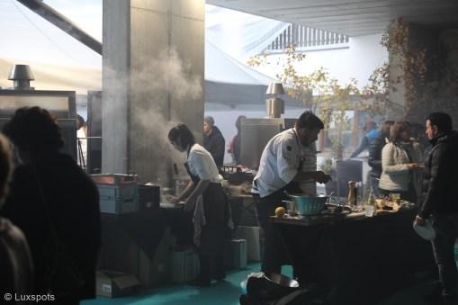 Köche bereiten das Essen auf dem Klaudehof für das Gourmetfestival Hochpustertal 2018 vor