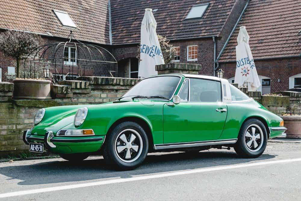 Porsche-911-targa-from-1970-green