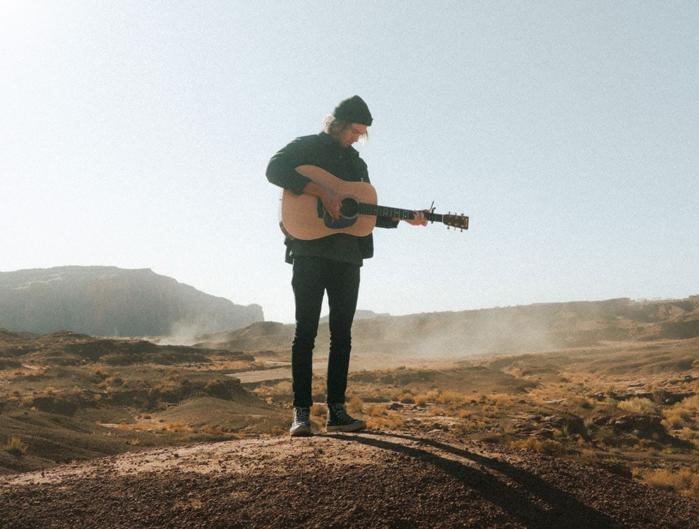luxury-travel-guide-guitar