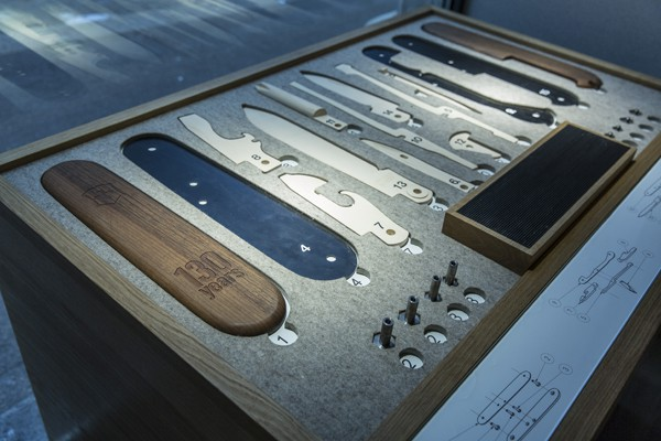 Victorinox-Flagship-Zurich-knife-kit