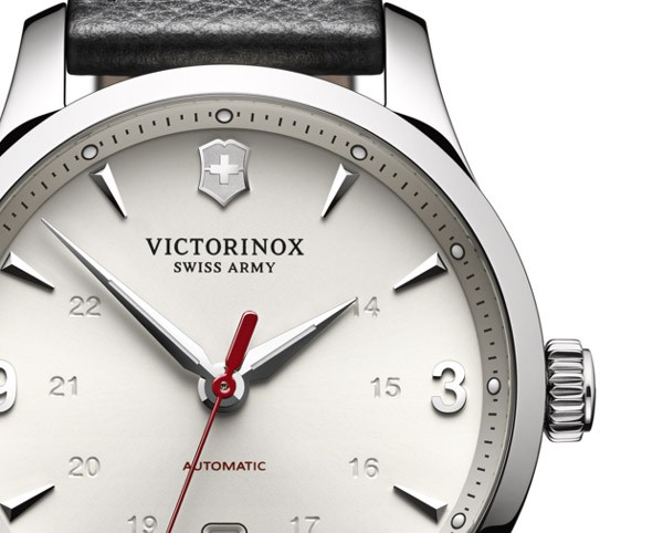 Victorinox-Swiss-Army-Alliance-mechanical-dial