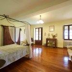 lespoune-guest-luxury-house-room3