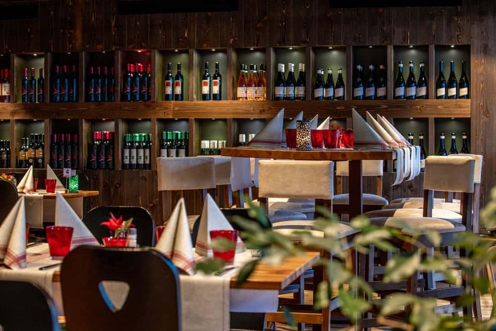 swiss peak-resorts-winebar