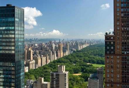 Fra hotellets lobby er der få minutters spadseretur til den fantastiske Central Park .