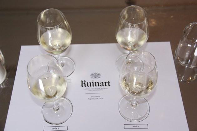 Dagens udfordring: fire glas bobler, der ikke alle sammen er champagne. Der kan tydeligt smages forskel.