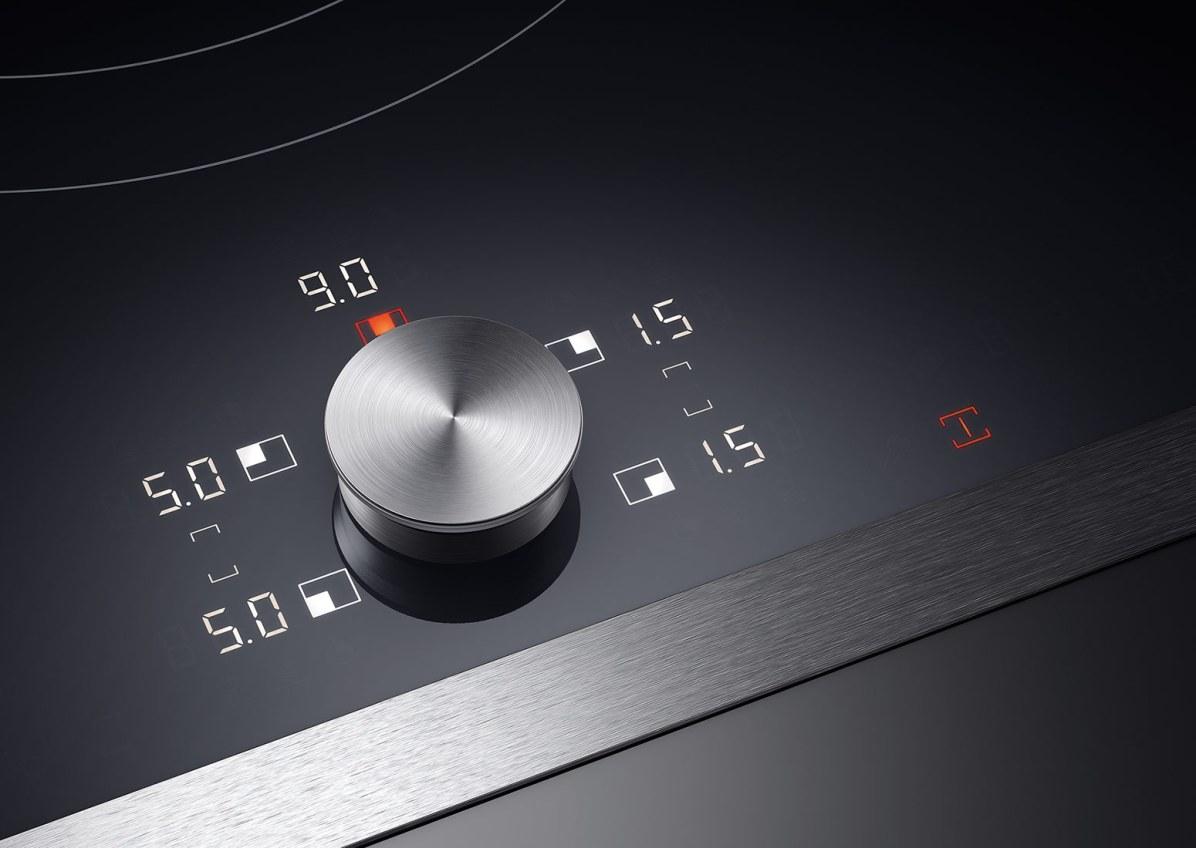 Betjeningen af de nye Flex-induktionskogetoppe foregår vha. et innovativ displaykoncept i hvidt og orange, kombineret med en aftagelig Twist-Pad.