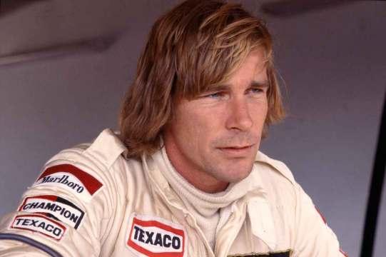 James Hunt var hurtig i en racerbil, men kæmpede samtidig mod frygten for at miste livet bag rattet — som mange af kollegerne gjorde.