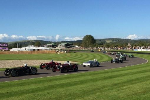 Selv om de gamle biler repræsenterede formuer, blev de absolut ikke sparet i løbene.