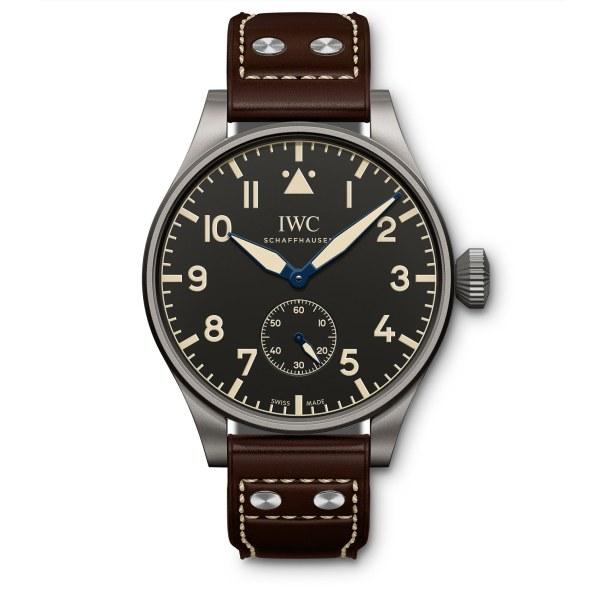 Big Pilot's Heritage Watch 55 blev lanceret i 2016 som en hyldest til originalen fra 1936. Denne version tikker med et manuelt optrukket inhouseværk. Modellen er limiteret til 100 styk.