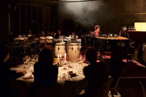 Den New York baserede jazzmusiker Jacky Terrasson gav en usædvanlig og helt fænomenal koncert under middagen. Og champagnen har aldrig smagt bedre…