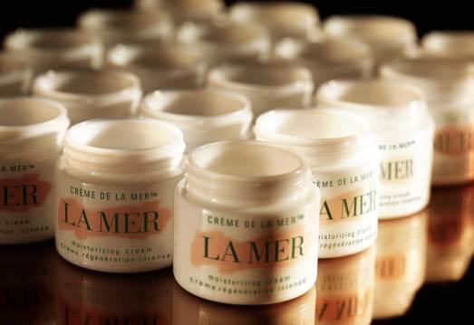 Den ikoniske creme, som sidste år kunne fejre 50-årsjubilæum, kan købes i fem forskellige konsistenser, hvilket gør det muligt at vælge én, som passer til lige præcis din hudtype.
