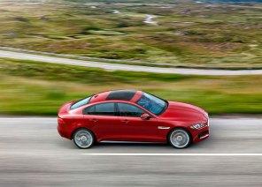 Mere end 75 procent af bilens chassis og karrosseri består af aluminium, hvilket har været Jaguars varemærke, siden fabrikkens tidligere ejer Ford indførte et rent aluminiumschassis i XJ-modellen.