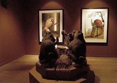 En noget anderledes trofæopsats med fire bavianer, som museet ikke har vidst, hvad det skulle stille op med. Den kommer dog fint til rette blandt Walton Fords skønne serie af abeportrætter.