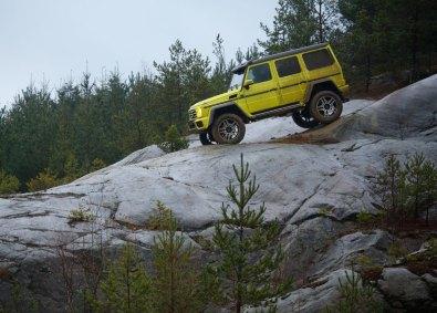 Ikke engang de isglatte klipper i det svenske øvelsesterræn kan sætte en stopper for den nye kæmpe fra Mercedes.