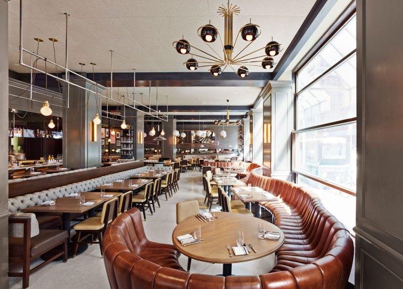 Hotellets restaurant byder velkommen med høj dervice og en klassisk indretning, der vidner om det internationale niveau på hotellet.