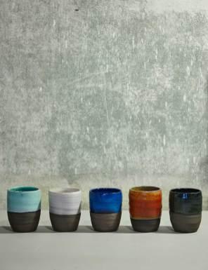Kopper uden hank. Designet opstod i samarbejde med en kunde, der ønskede denne slags kopper og i en anden farve end de tilgængelige