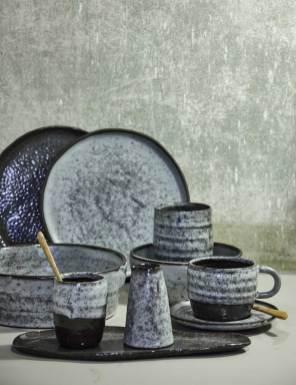 Et udsnit af Trine Fournais' produkter, som afspejler former, hun har set på en løbetur gennem skoven eller måske i en film fra 70'erne.