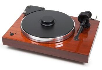 Vinyl har fået en renæssance, og blandt de bedste pladespillere til kræsne musikelskere er denne drøm af et apparat i højglanslakeret finish og med kostbare detaljer som tonearmen i kulfiber. Xtension 9 Evolution-pladespiller, 15.499 kr.