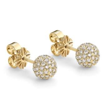 Enkle ørestikker i 18 karat guld paveret med hvide diamanter. Shamballa-ørestikker, 18.610 kr.