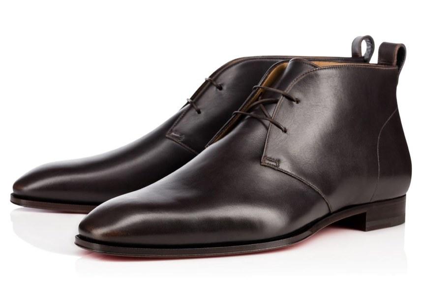 Elegant fodtøj fra den franske skokonge, som har tilført den klassiske ankelstøvle et italiensk strejf. Et rent, tidløst og eksklusivt design til den moderne gentleman. Christian Louboutin Milan Flat, 7.450 kr.