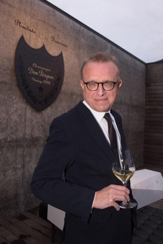 Richard Geoffroy er som Dom Pérignons kældermester manden, der beslutter, hvornår anden og tredje bølge af samme årgang skal sendes på markedet. Med P2 er det anden gang, Dom Pérignon sender champagne fra årgang 1998 på markedet.