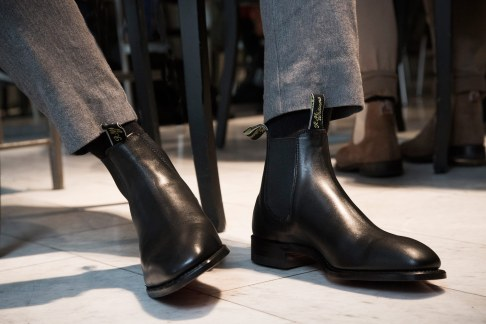 I 2001 ændredes looket på støvlerne til at være mere stiligt i kollektionen 'Suits & Boots'.
