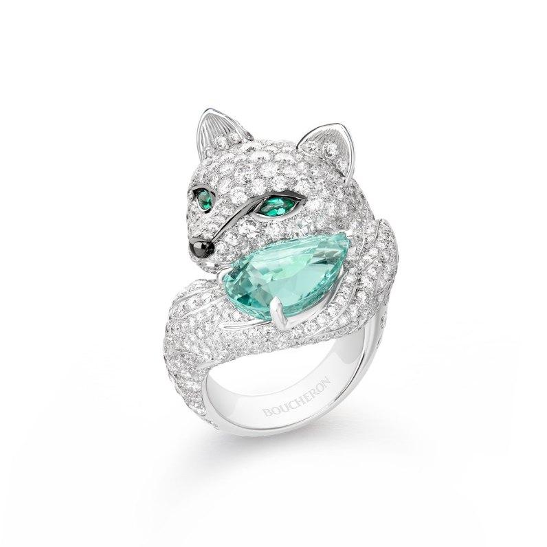 """""""Foxy""""-ring af 18 karat hvidguld med en 7.28 carat grøn dråbesleben turmalin, smaragder og diamanter."""