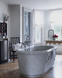 10 Striking Luxurious Bathtubs that Completely Steal the Scene