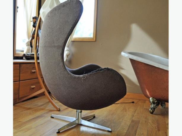 rare find original arne jacobsen egg chair. Black Bedroom Furniture Sets. Home Design Ideas